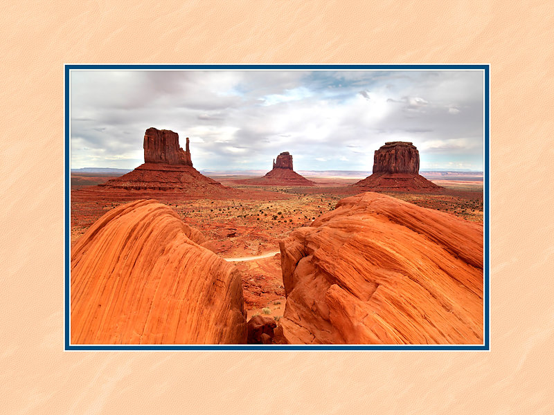 Monument-Valley-Twin-Boulders-1751.jpg